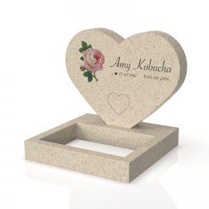 Inspirationsbild på Peaceyard® gravsten modell Maida i färgen Aurora med standard sockel och fyrkantig blomlist