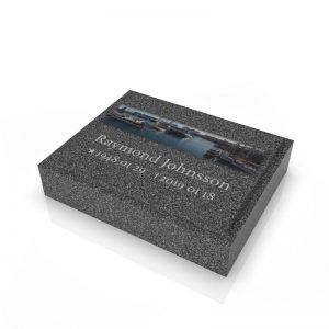 Inspirationsbild på Peaceyard® gravsten modell Ida i färgen Midnight