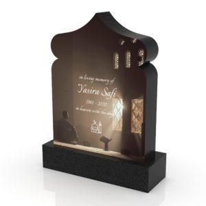 Inspirationsbild på Peaceyard® gravsten modell Oma i färgen Deep Night Sky med standard sockel