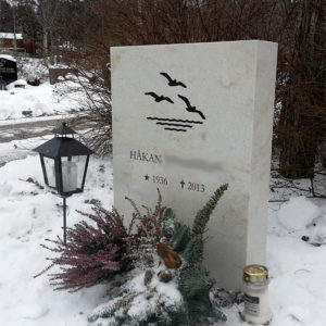 picture of installed peaceyard gravestone, model ada in clamshell color