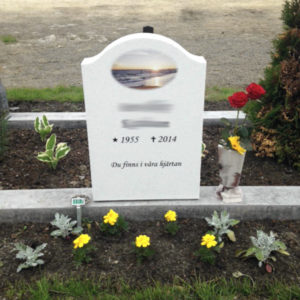 picture of installed peaceyard gravestone, model cora in everest color