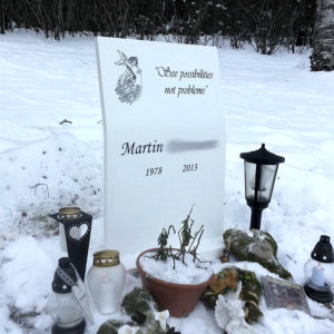 picture of installed peaceyard gravestone, model kitty in glacier white color with standard base