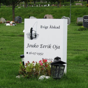 picture of installed peaceyard upright gravestone, model ada in glacier white color with customer graphics