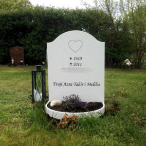 picture of installed peaceyard upright gravestone, model cora in glacier white material with customer graphics