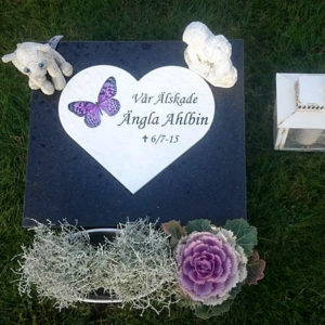 picture of installed peaceyard horiontal gravestone, custom model in night sky and glacier white material with customer graphics