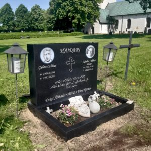picture of installed peaceyard upright gravestone, Alice in night sky material with customer graphics