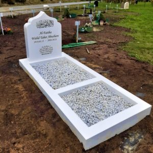 picture of installed peaceyard upright gravestone, model arwa in glacier white material with customer graphics