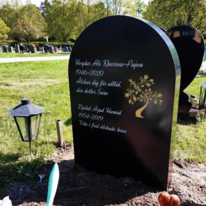 picture of installed peaceyard upright gravestone, Eliza in night sky material with customer graphics