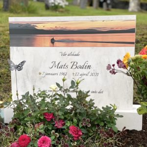 picture of installed peaceyard upright gravestone, Alice in Clamshell material with customer graphics